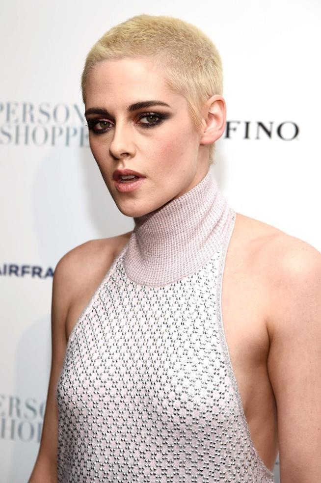Kristen Stewart, capelli rasati alla prima di Personal Shopper