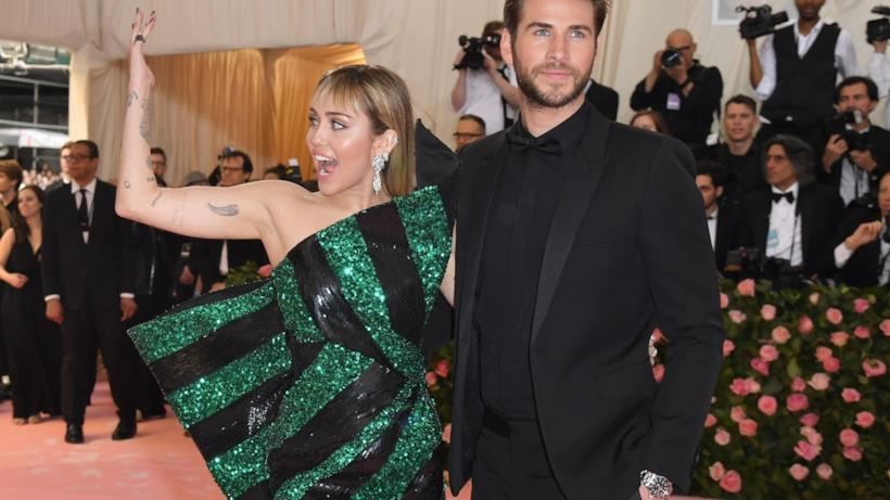Miley Cyrus e Liam Hemsworth sul red carpet