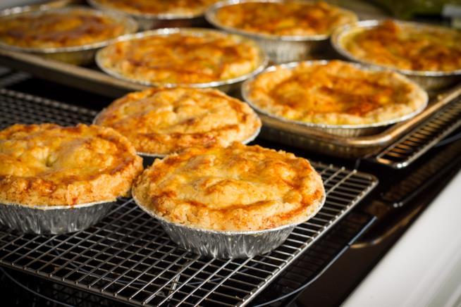 Torte di rigatoni e salsiccia al forno