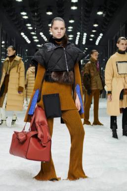 Sfilata MONCLER Collezione Donna Autunno Inverno 19/20 Milano - 40