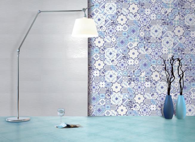 Nicchia rivestita in piastrelle di ceramica a imitazione delle azulejos portoghesi