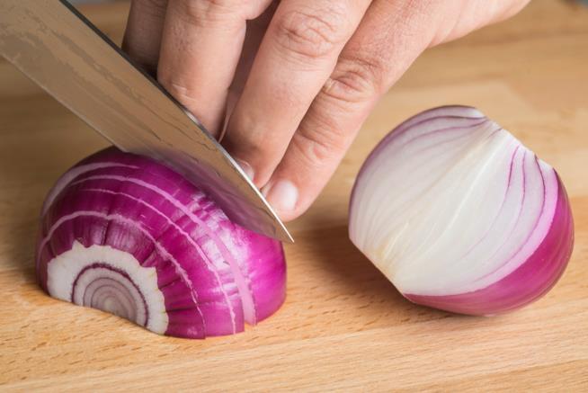Come tagliare le cipolle senza piangere