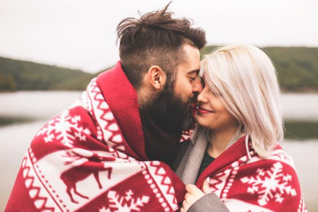 Una coppia sotto la coperta
