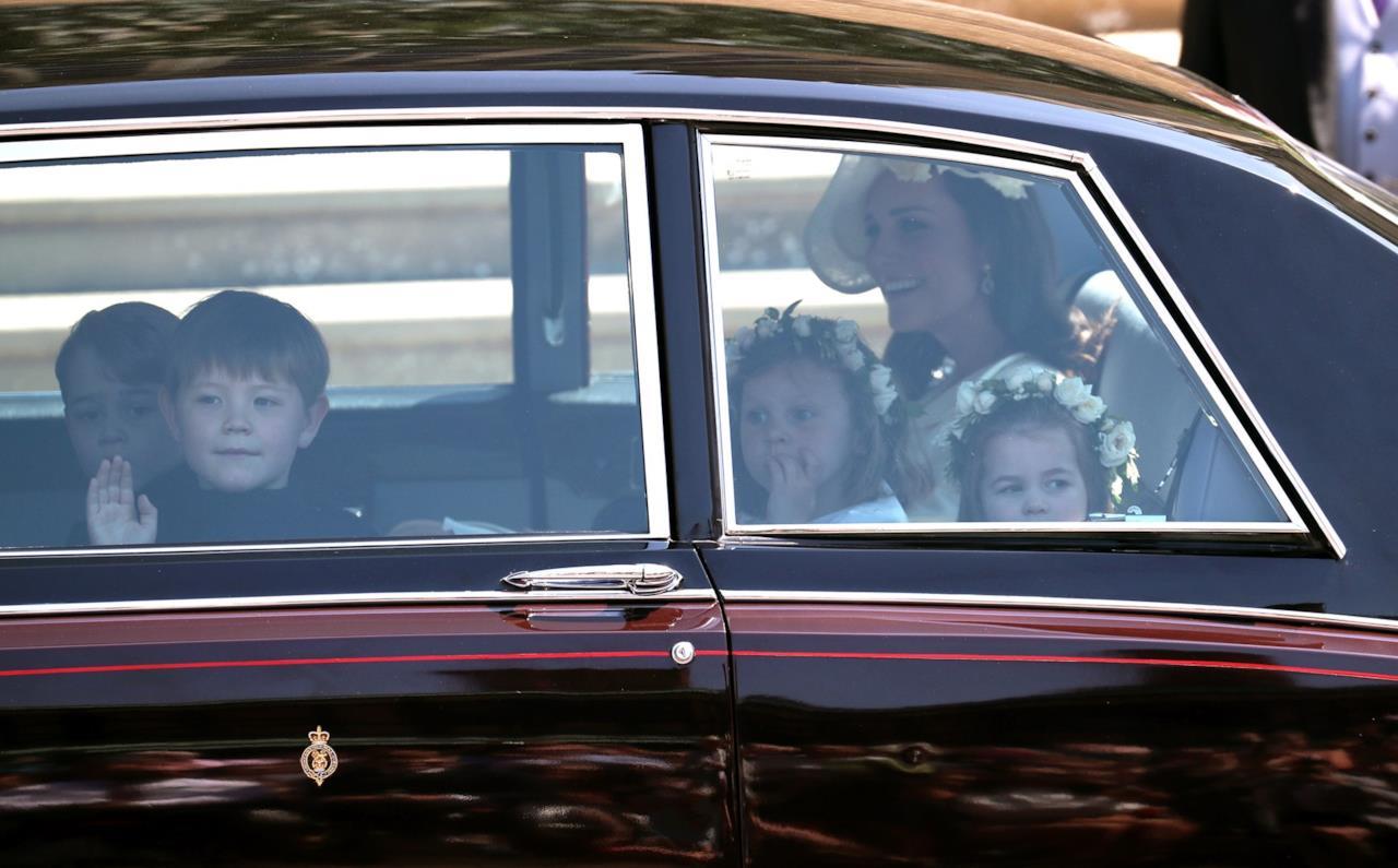 Kate e i paggetti arrivano in auto
