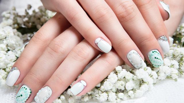 Unghie sposa 2019: tante idee per nail art delicate e romantiche