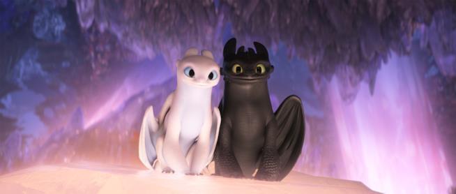 Una scena di Dragon Trainer - Il mondo nascosto con Sdentato e la Furia Chiara