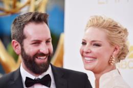 Katherine Heigl e Josh Kelley sorridenti in primo piano