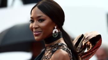 Naomi Campbell sfila sul red carpet di Cannes 2018