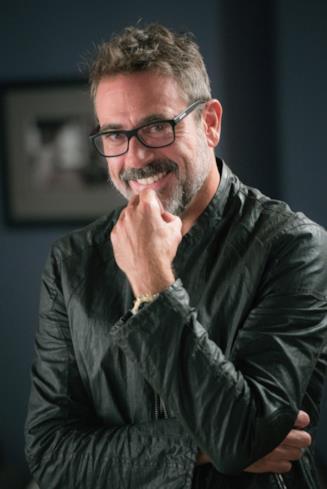 Jason Crouse sorride
