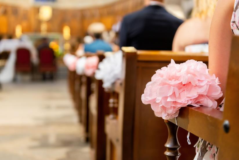 Decorazioni sulle panche per sposa settembre