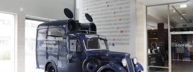 La Fiat 618 della Cineteca di Milano, furgoncino restaurato da noleggiare per eventi