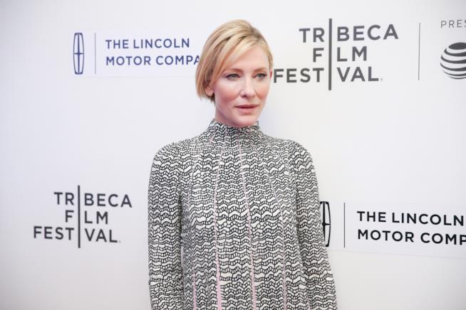 L'attrice Cate Blanchett è Elizabeth nel film The Golden Age