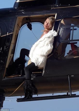 La modella Kate Moss fotografata a Capri