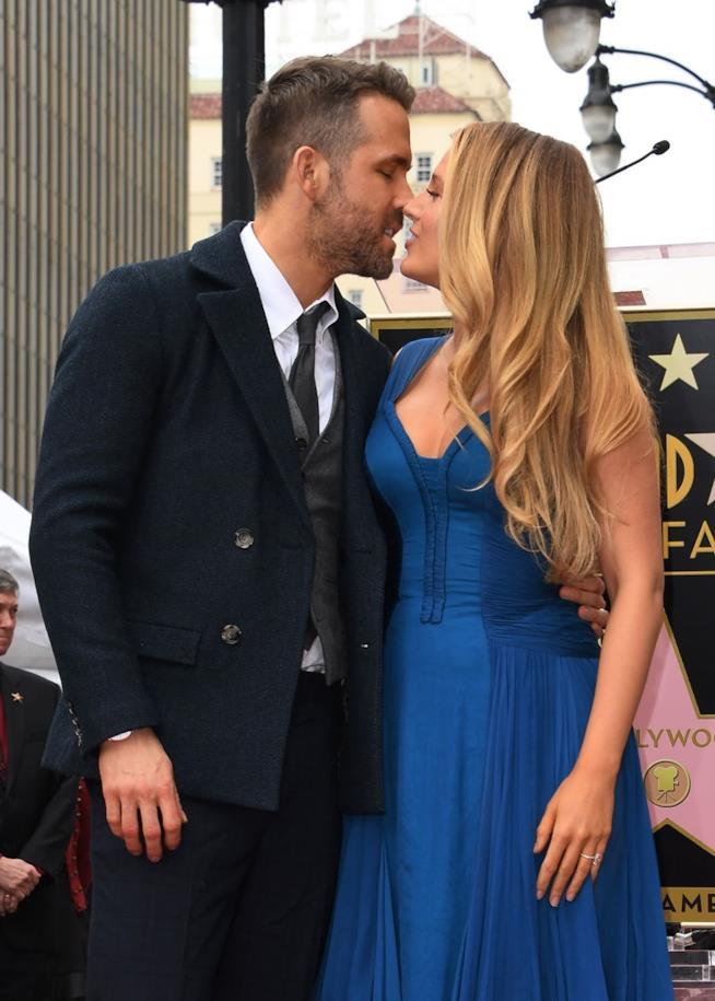 Ryan e Blake in procinto di baciarsi