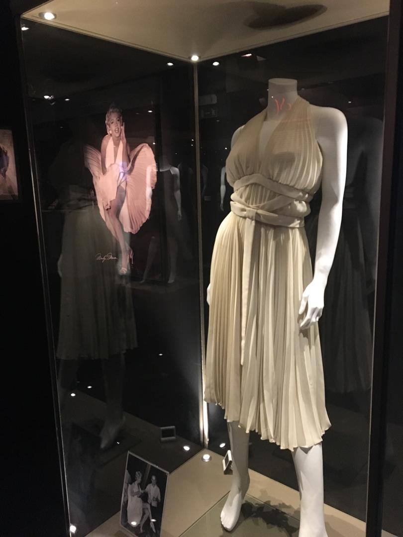 L'abito bianco di Marilyn disegnato da William Travilla