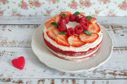 Torta rossa con fragole