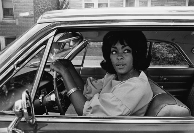 La moglie di Cassius Clay in auto