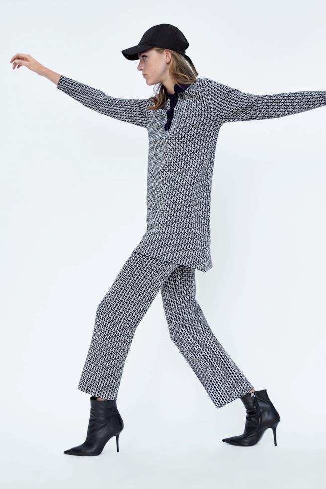 Pantaloni a vita elasticizzata, in maglia con finitura a campana e stampa logo Zara