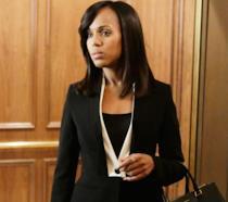 Olivia Pope vestita di nero e pronta all'azione