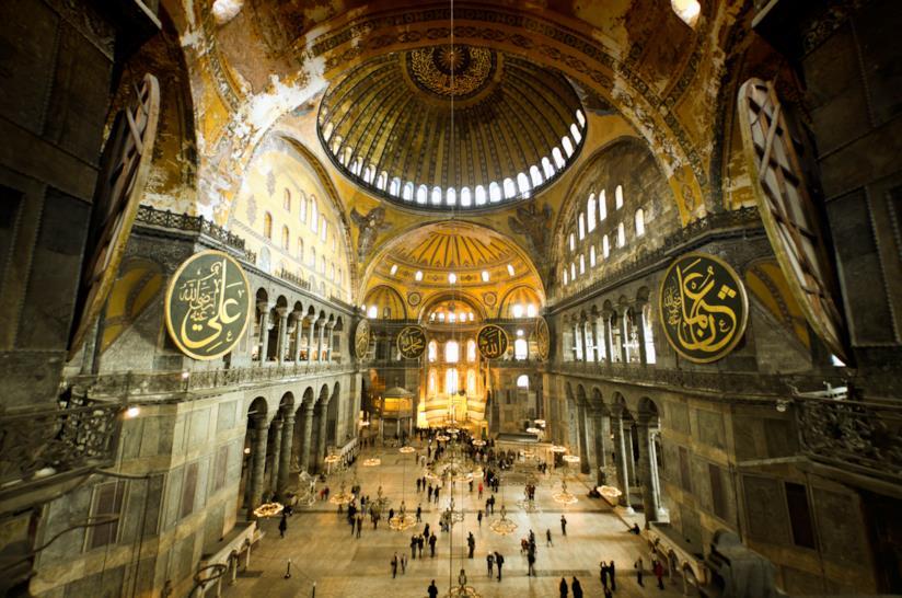 Uno sguardo interno alla Basilica di Santa Sofia