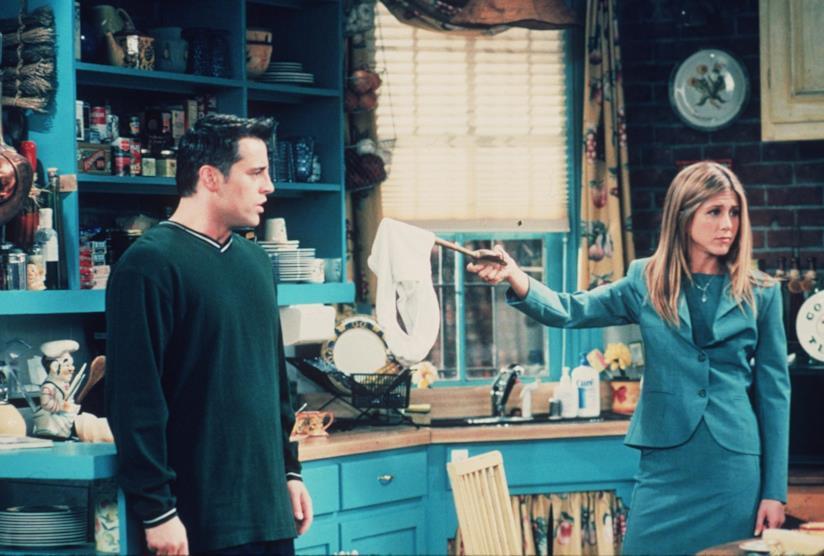 Jennifer Aniston con Matt LeBlanc in una scena di Friends