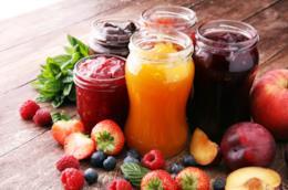 Barattoli con confettura di frutta