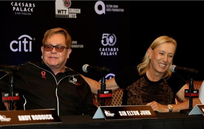 La tennista Martina Navratilova insieme ad Elton John