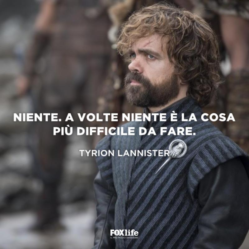 Tyrion Lannister con aria seria