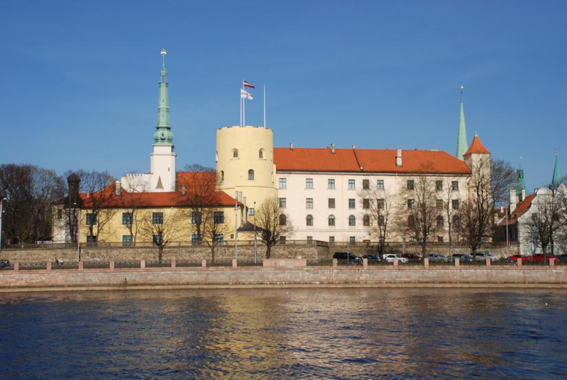 Il ricostruito ma sempre affascinante Castello di Riga