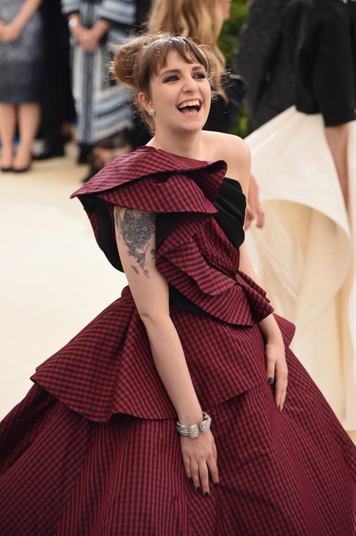 Lena Dunham sul red carpet del Met Gala 2017