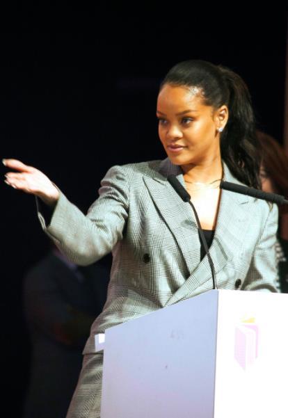 La cantante alla conferenza sui bambini