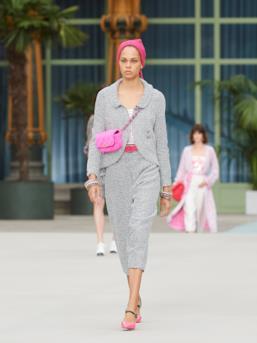 Sfilata CHANEL Collezione Donna Primavera Estate 2020 Parigi - CHANEL Resort PO RS20 0030