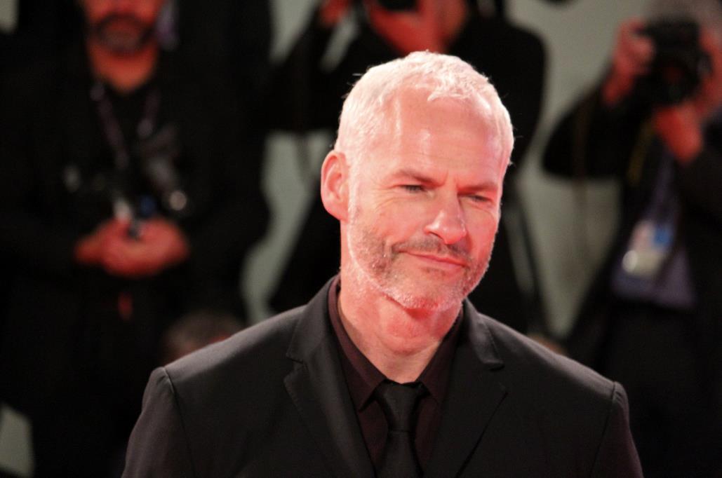 Il regista Martin McDonagh sul red carpet di Venezia 74.