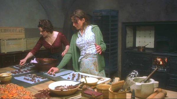 Una immagine tratta dal film Chocolat con Juliette Binoche e Lena Olin, esempio di amicizia femminile