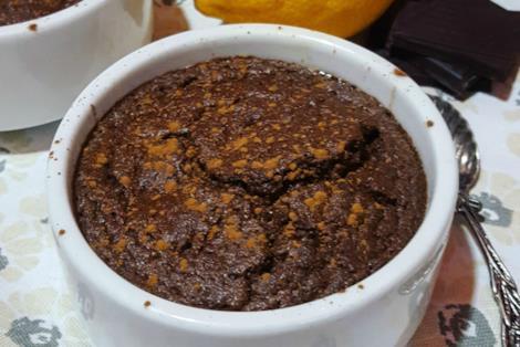 Dolce al cucchiaio con cioccolato