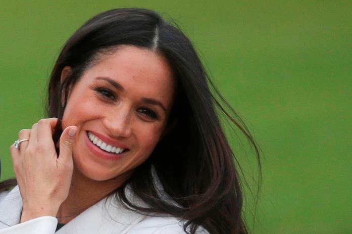 Meghan Markle con capelli lunghi e lisci