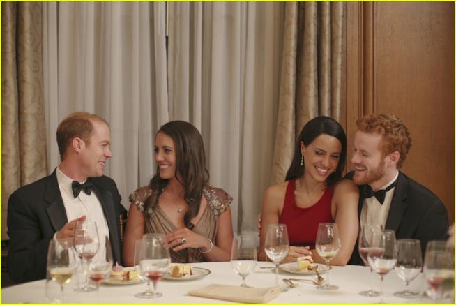 Una scena del film di Lifetime con gli attori che interpretano William, Kate, Meghan e Harry