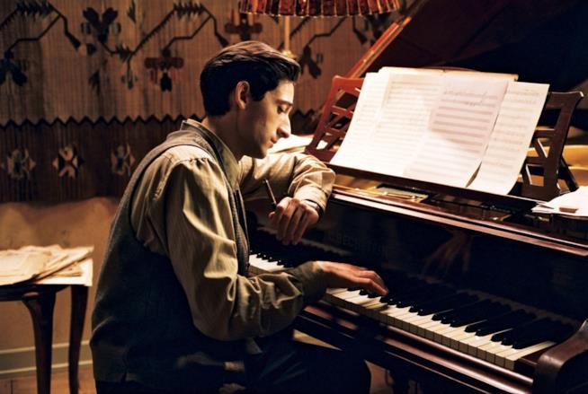 Adrien Brody nel film Il Pianista