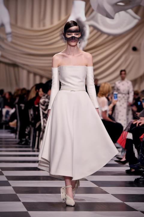 Abito bianco alla Dior Haute Couture 2018