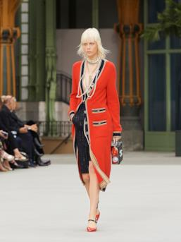 Sfilata CHANEL Collezione Donna Primavera Estate 2020 Parigi - CHANEL Resort PO RS20 0039