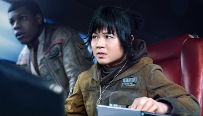 Kelly Marie Tran e Johh Boyega in una scena di  Star Wars: Gli Ultimi Jedi