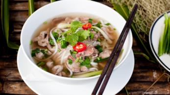 Zuppa vietnamita con manzo e noodles