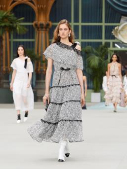Sfilata CHANEL Collezione Donna Primavera Estate 2020 Parigi - CHANEL Resort PO RS20 0070