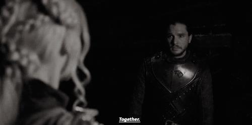 Daenerys e Jon insieme nella grotta