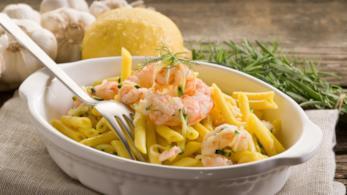 La ricetta della pasta con zucchine e gamberetti