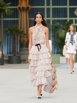 Sfilata CHANEL Collezione Donna Primavera Estate 2020 Parigi - CHANEL Resort PO RS20 0072