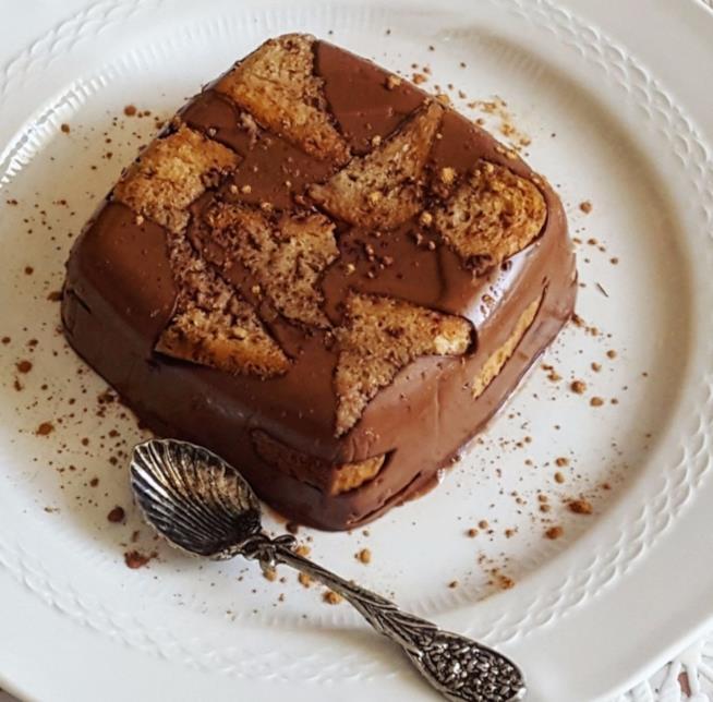 Dolce al cucchiaino con cioccolato
