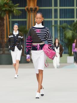 Sfilata CHANEL Collezione Donna Primavera Estate 2020 Parigi - CHANEL Resort PO RS20 0014