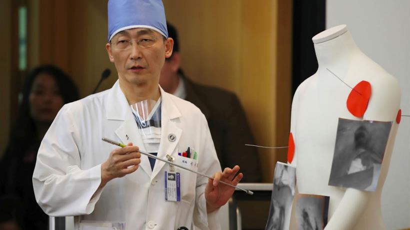 Il dottor Lee Cook-jong come Derek Sheperd di Grey's Anatomy