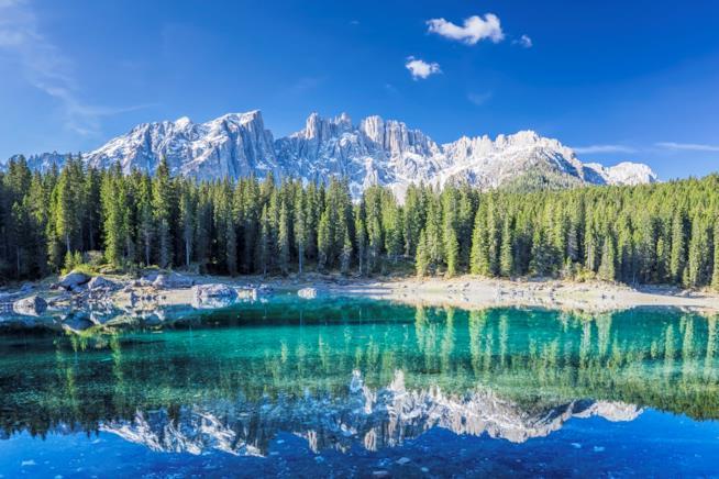 Val di Fassa, tra ski resort ed escursioni al Lago di Carezza